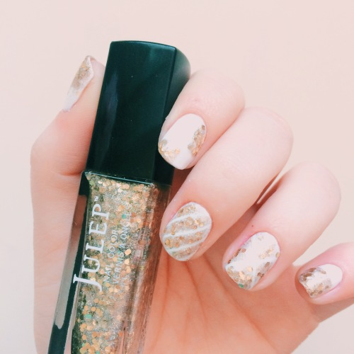 White and Gold Manicure // Novels and Nail Polish