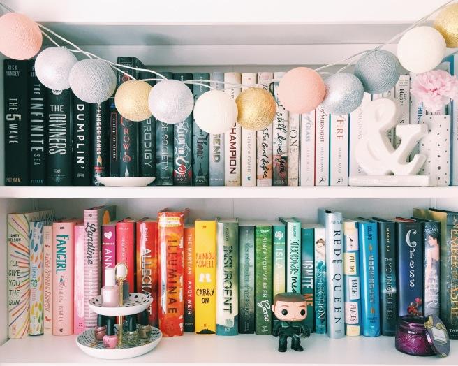 Book rainbow // Novels and Nail Polish Book rainbow // Novels and Nail Polish